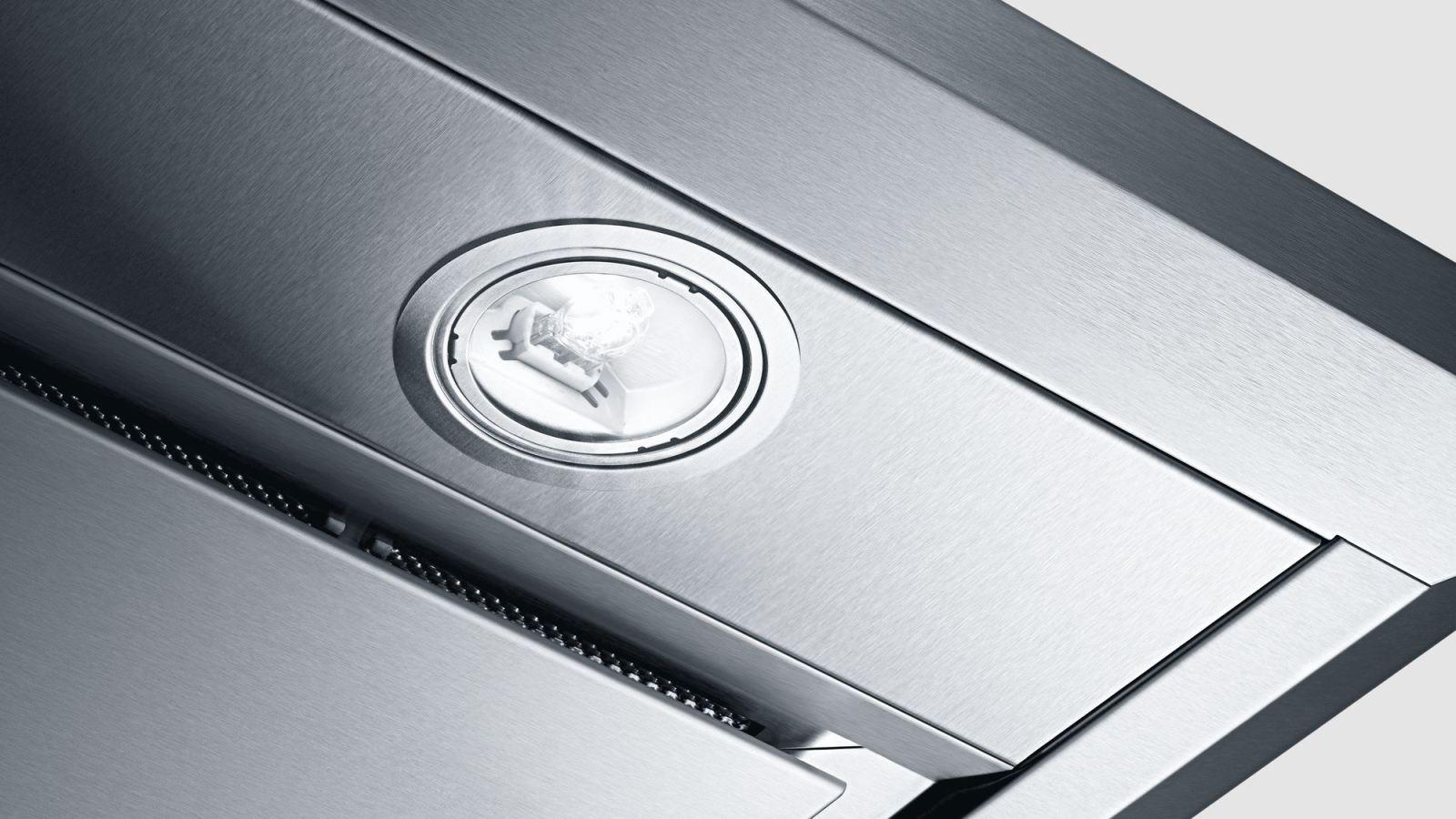 Hệ thống đèn Halogen chiếu sáng khi nấu ăn rất tiện lợi và dễ dàng.